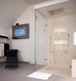 Dampfdusche im privaten Spa | Individuelles Baddesign