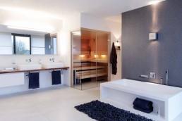 Das Gesunde Bad - Sauna und frei stehende Badewanne