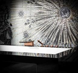 Traumbäder | Freistehende Badewanne DOMOVARI mit Fach in Form, Größe und Farbe individuell gestaltbar | Armatur DORNBRACHT Deque