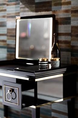 Schminkkonsole/ Dressingtable OASIS, Serie Lutetia | Ausklappbarer, beleuchteter Spiegel, ausgekleidete Ablage und Auszüge